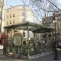 Transports publics : la station Guimard du métro Abbesses à Pari