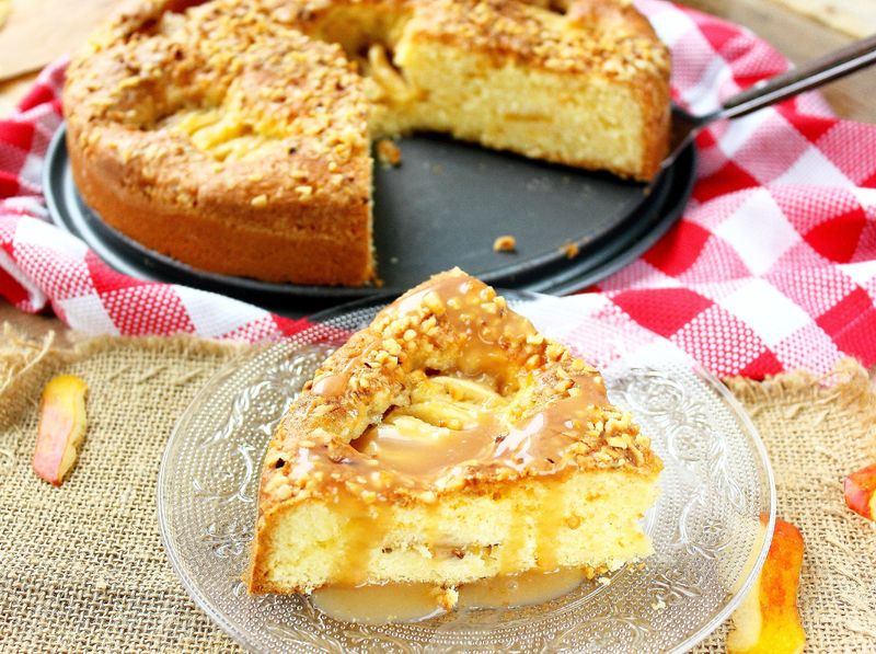 Gâteau aux pommes caramelisées & aux éclats de noisettes5