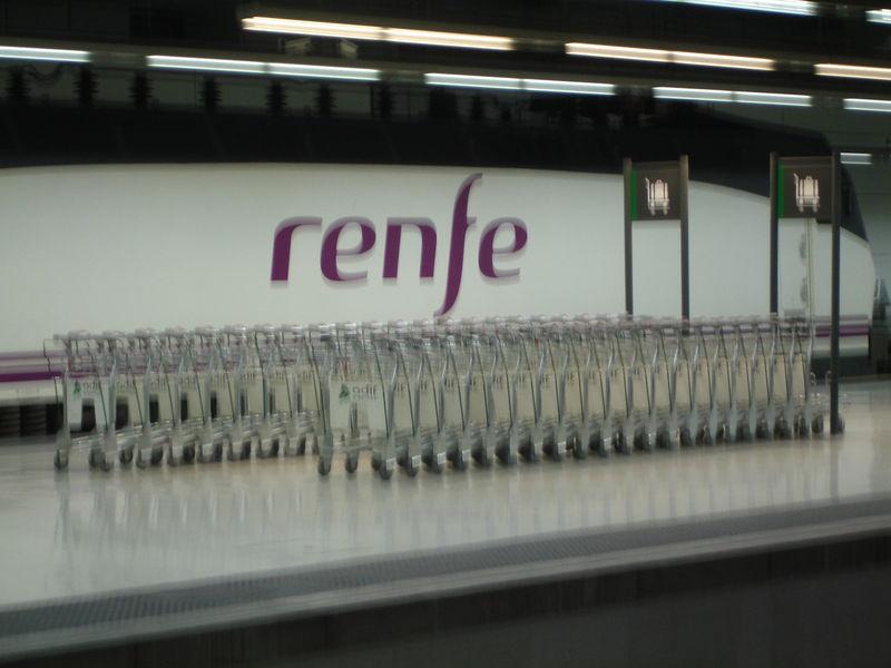 Barcelona Sants... Le nouveau logo de la Renfe