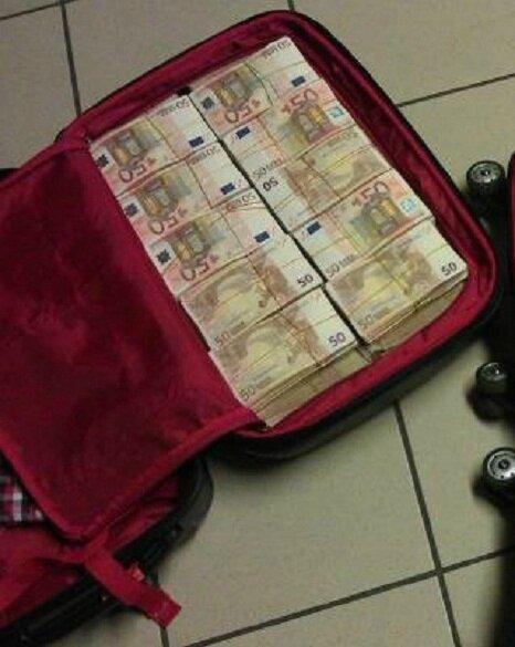valise-magique-pour -voir-argent, valise-mystique-laxmi-multiplicateur-d-argent, portefeuille-magique-qui-multiplie-de-l-argent, formule-magique-pour-créer-de-l-argent, sac-mystique-et-magique-qui-multiplie-de-l-argent, secret-absolut-pour-persée-la-richesse-du-roi-salomon, le-secret-financière-de-la-magie-de-777, initiation-à-la-franc-maçonnerie, pièce-magique-pour ne-jamais-manquer-de-l-argents, devenir-riche-en-2-jours,invocation-du-génie-karamati, bole-magique du-roi-salomon-pour-multiplier-de-l-argent