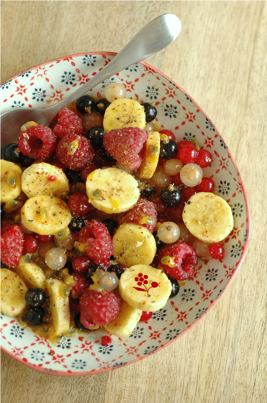 Salade de fruits rouges, banane, fruits de la passion, poivre & piment d'Espelette_2