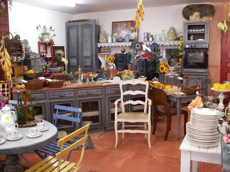 les bonnes affaires occasion du jardin des oliviers. Black Bedroom Furniture Sets. Home Design Ideas