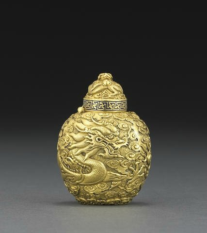 An unusual high karat gold 'dragon' snuff bottle, Qianlong mark