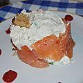 Charlotte de saumon frais et tartare ail et fines herbes, coulis de betteraves acidulé de l'atelier des chefs