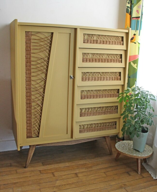 armoire-commode-en-rotin-moutarde