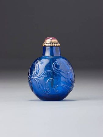 A_sapphire_blue_glass__peaches__snuff_bottle1
