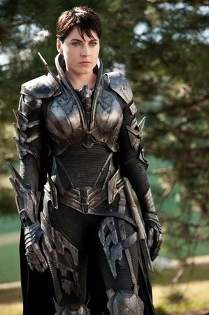 movies-man-of-steel-antje-traue