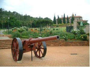 Königsberg_gun_Union_Buildings_Pretoria_right_front_view