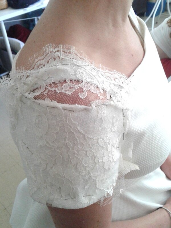 Robe de mariée Catherine essayage avec broderie manche profil