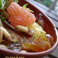 Salades d'agrumes et de fruits secs au thé