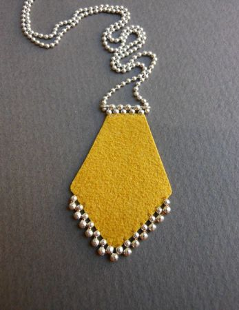 Collier219moutardecD