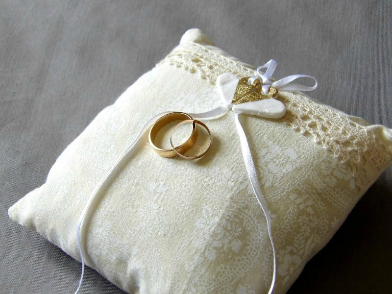18-coussin-alliance-mariage-coeur