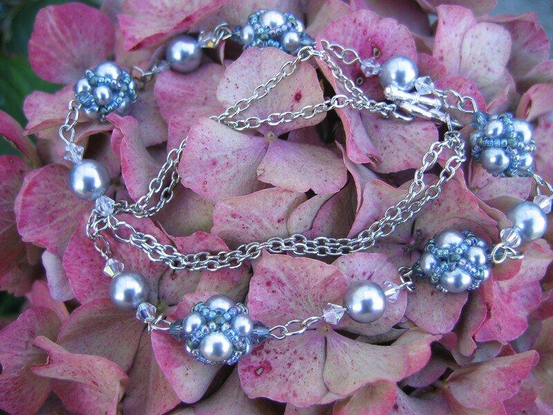 Collier gris, petites perles perlées - vendu