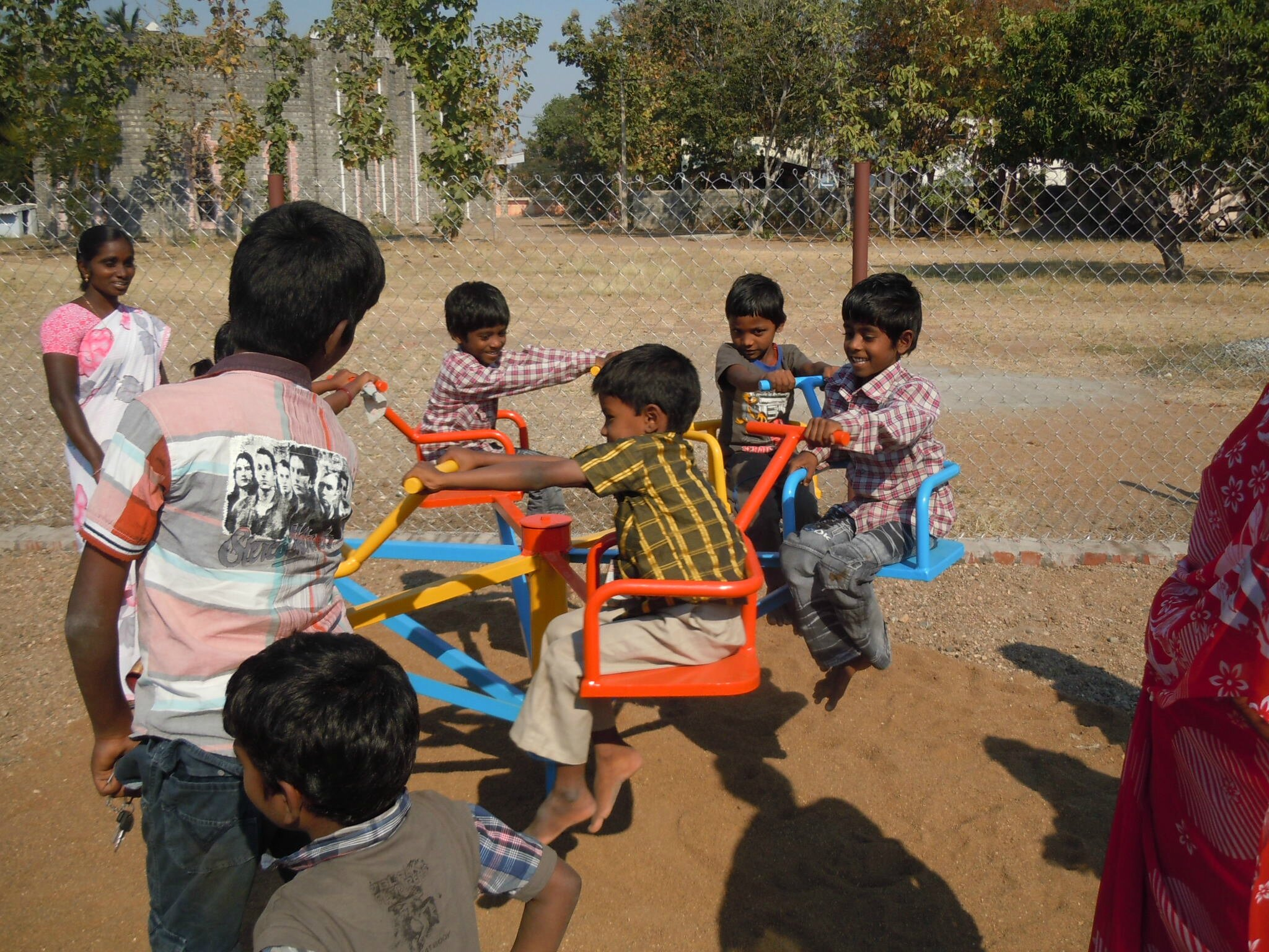 Gangavalli - inauguration du parc de jeux, Action Ponctuelle d'un généreux donnateur.
