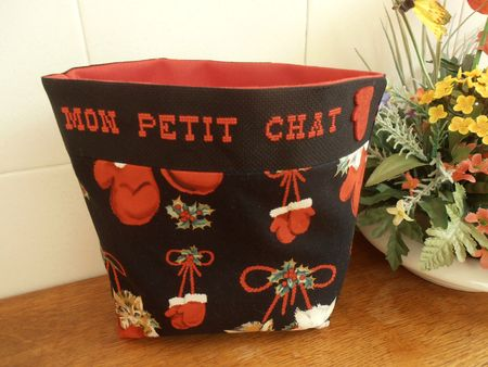 broderie chat corbeille