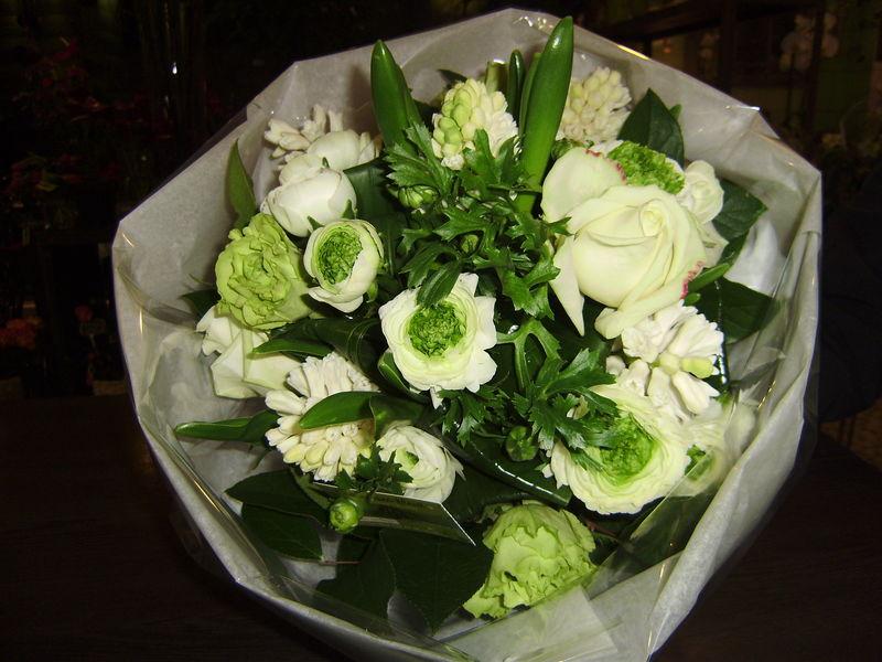 Bouquet rond naissance photo de bouquet rond comme une for Bouquet de fleurs pour une naissance