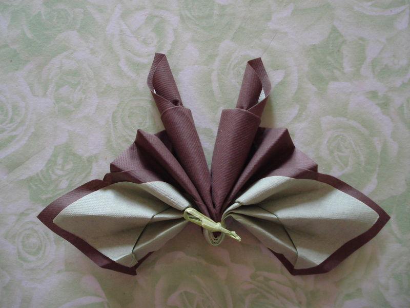 Serviette papillon le scrap de beceva - Modele de pliage de serviette de table en papier ...