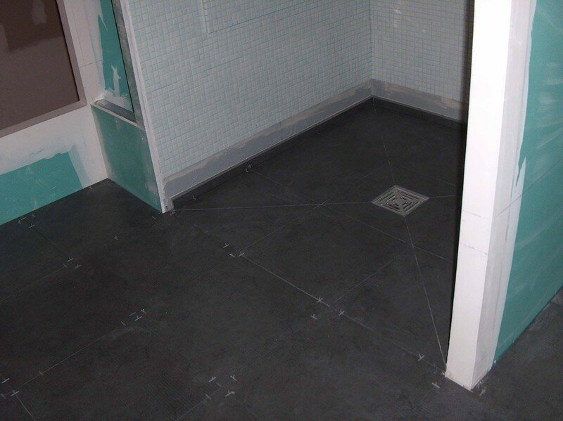 Carrelage de la douche et du receveur fin mission renovation for Poser carrelage douche