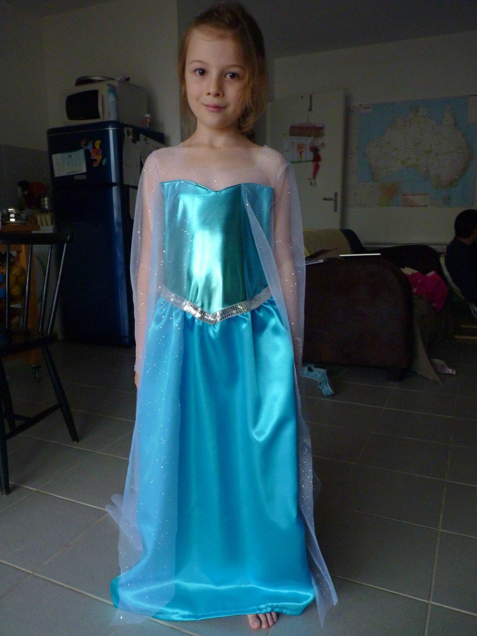 Une robe parfaite pour la saison 2 fil le s en aiguilles - Robe reine de neige ...