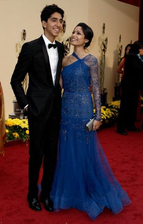freida_pinto_arrives_at_the_81st_annual_academy_awards_03_123_365lo