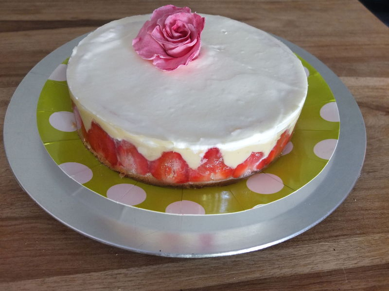 Voici le fraisier d coration en p te sucre for Decoration pate a sucre