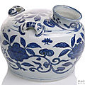 An unusual blue and white carriage pot, late ming dynasty.