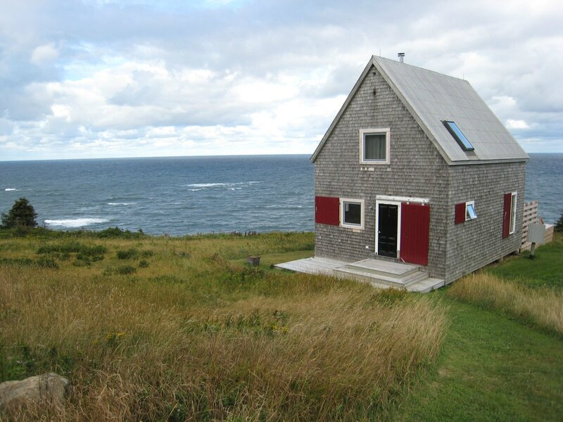 sea-and-sky-cottage-exterior4-photo-by-michael-sprague-via-smallhousebliss