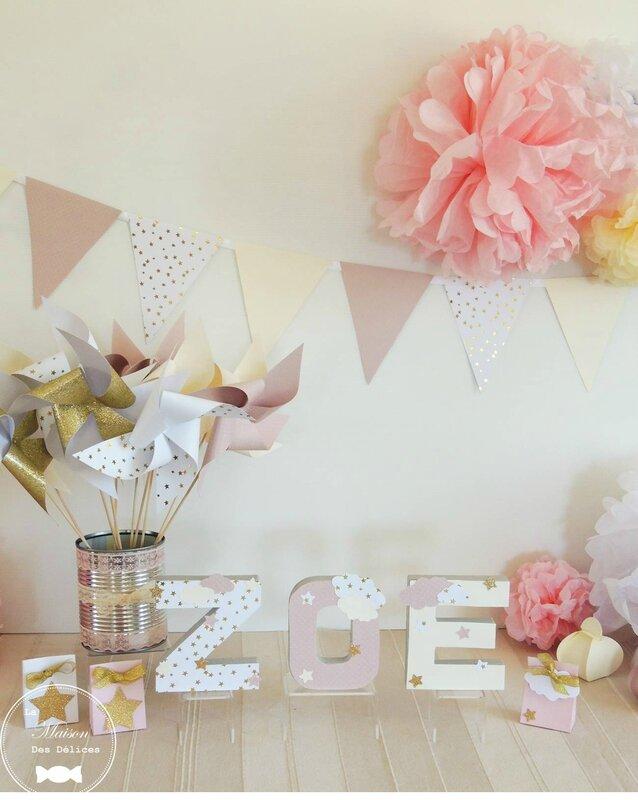 livre d or bapteme baby shower lettres prenom decoree pompon papier de soie rose poudre ivoire blanc dore guirlande fanions moulins a vent