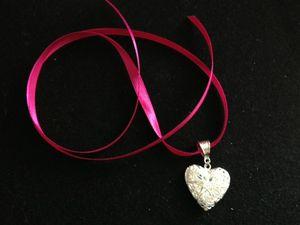 coeur argent ruban rose