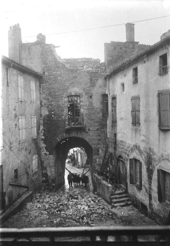 1-la porte des Ormeaux en ruine (vers 1910) et la maison Fabre