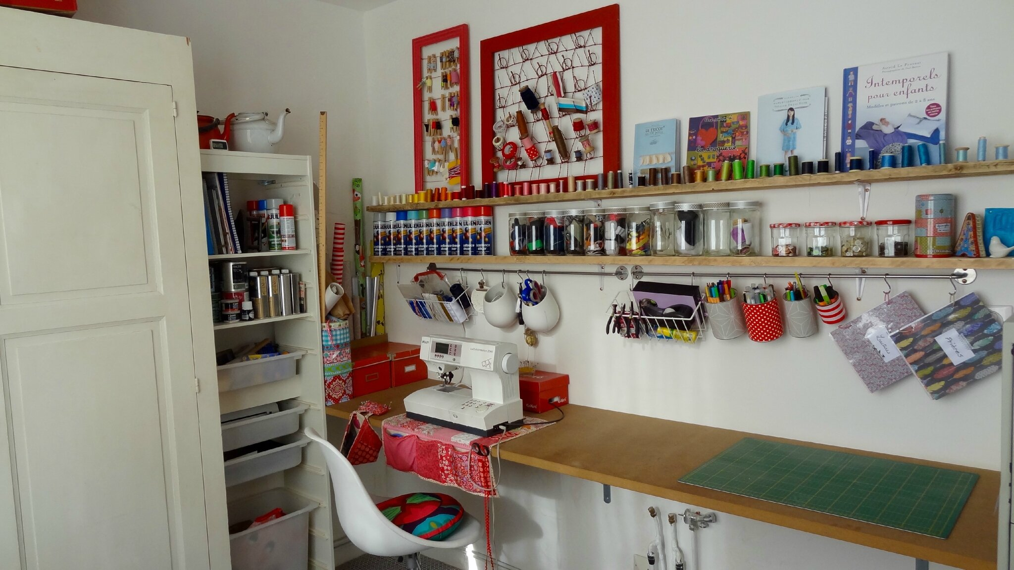 mon atelier tout neuf de l 39 accessoire l 39 essentiel. Black Bedroom Furniture Sets. Home Design Ideas