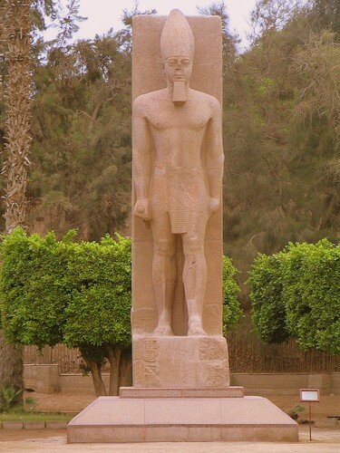 Statue of handsome Ramses II