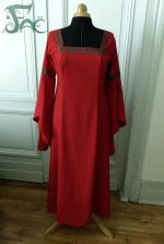 Robe rouge Valérie logo (1)