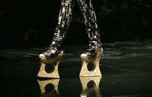 Guo-Pei-Chine-Fashion-Week-talons_pics_809
