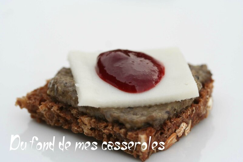 toats chèvre tapenade, confiture poivrons-framboise