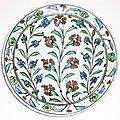 Plat en céramique siliceuse, turquie ottomane, iznik, fin du xvième siècle