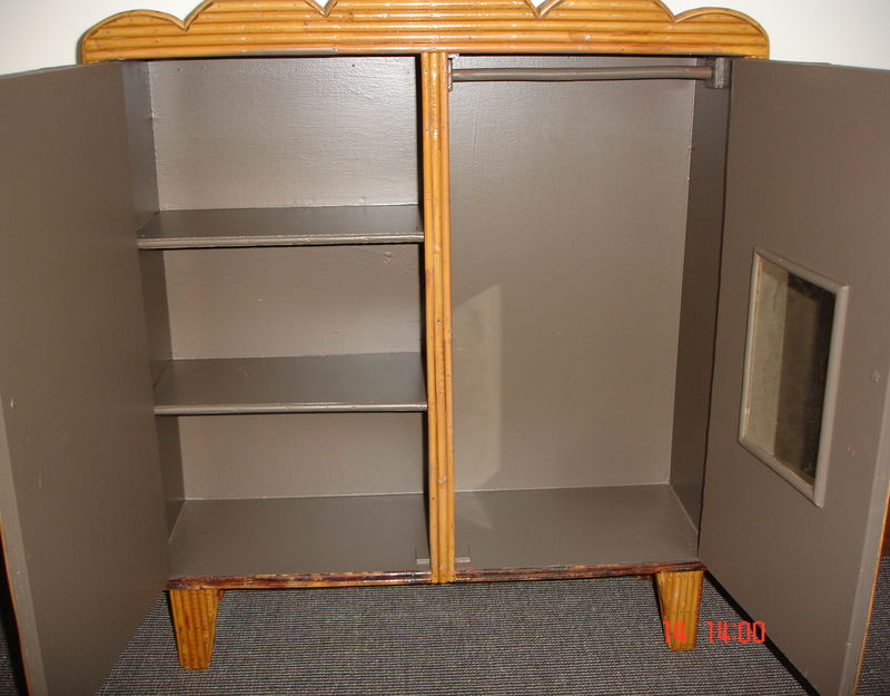 ensemble jeu enfant armoire et table en bambou atelier. Black Bedroom Furniture Sets. Home Design Ideas