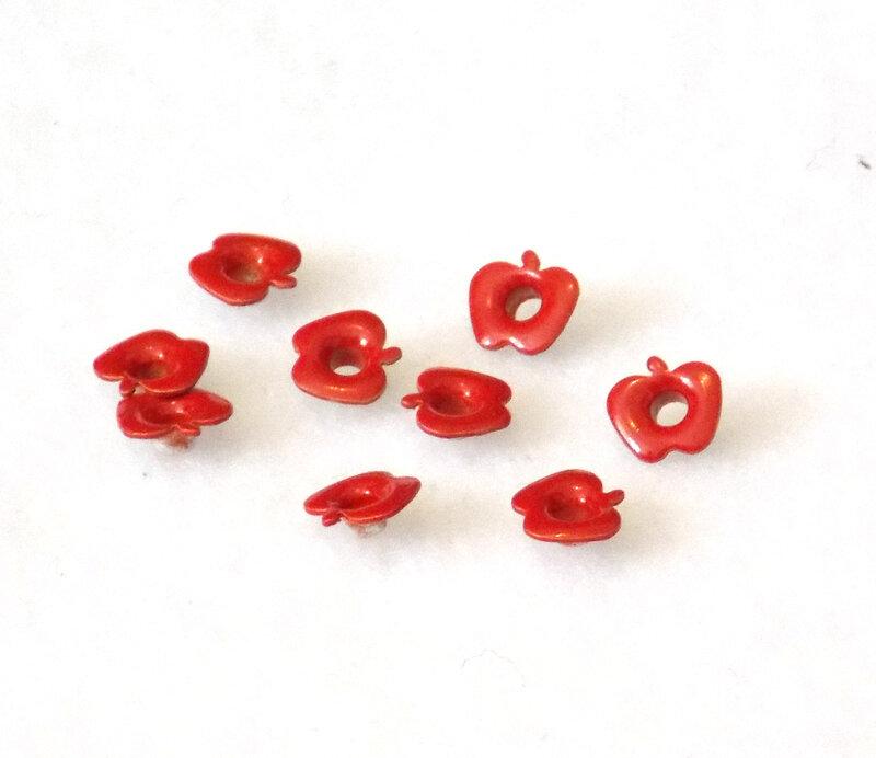 Oeuillets_embellissements_pommes_rouges