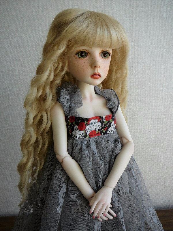 02 Mina dans sa robe d'origine
