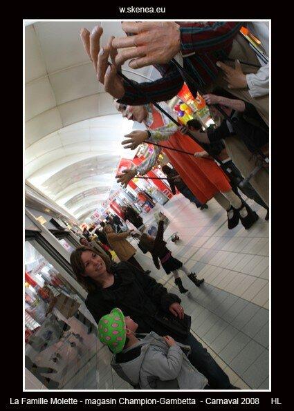 FamilleMolette-magasinChampion-Carnaval2008-123