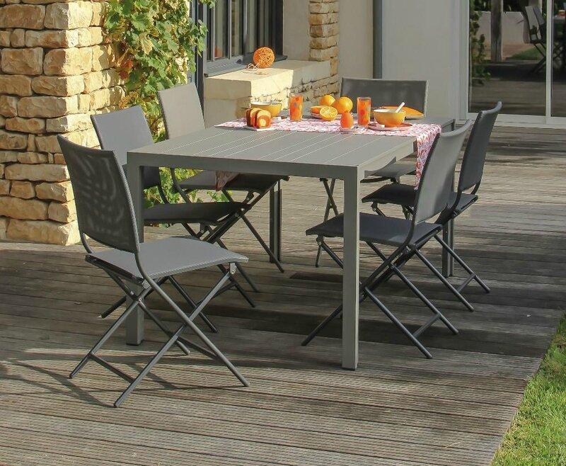 Salon-Ibiza-table-chaises-pliantes (1)