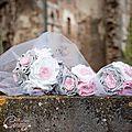bouquet de mariage féérique original tissu lin gris blanc strass rose bouquets demoiselle honneur cereza deco b