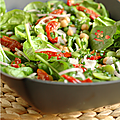 Salade pousse d'epinard, pois chiche, petit pois, feve,tomate confite & feta en deux temps et quelques mouvements