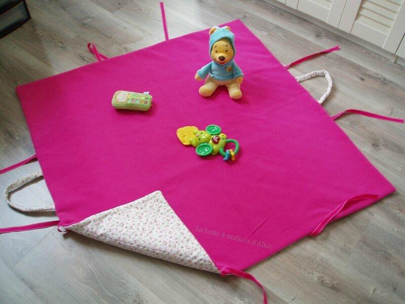 tapis ou sac a jouets la bo te malices d 39 alice. Black Bedroom Furniture Sets. Home Design Ideas
