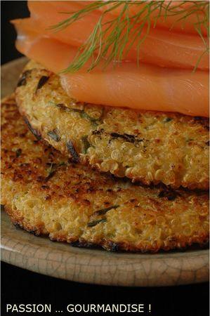 Saumon_fum__sur_galette_quinoa_fenouil