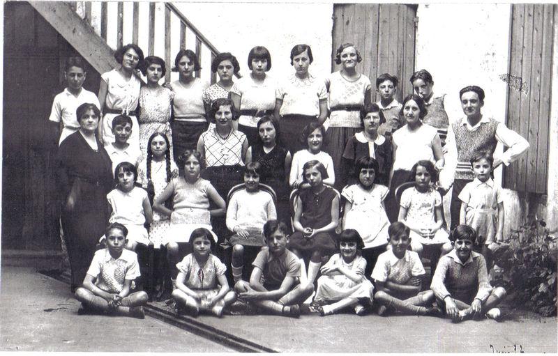 1932, école de musique de Sainte-Foy, avec Mme Dezeymerie, père de Mme Salavert