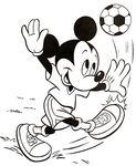 mickey_joue_au_football
