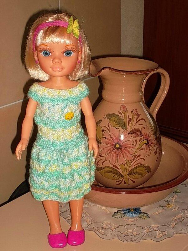 Nancy & sa jolie robe inspirée de (Nathalie & Moi )devant ce joli pot