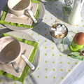 Table verte et blanche en terrasse