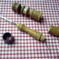 Mercerie ancienne - Coustte poilu en détail